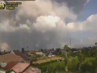 Sinabung Yanardağının Püskürmesi - Endonezya
