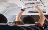 Uçağın Havalandırma Sistemiyle Külodunu Kurutan Kadın