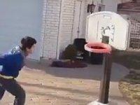 Hayat Gibi Çarpan Basketbol Potası
