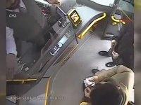 Kanoyla Otobüse Binemeyen Çiftin Şoförle Kavgası