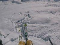 Çığdan Kaçan Yamaç Paraşütü Kayakçısı