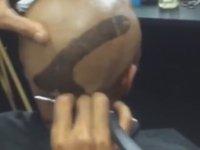 Kafasına Penis Çizdiren Adam