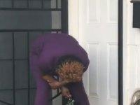 Tuvalete Ramak Kala Altına İşeyen Kadın
