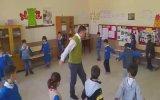 Öğrencilerine Zeybek Oynamasını Öğreten Öğretmen  Denizli