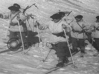 Kayak Takımıyla Kimlik Kontrolü Yapan Türk Askeri (1948)