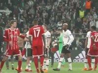 Bayernli Futbolcuların Beşiktaş Tribünlerini Alkışlaması