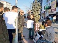 Polislerden Mültecilere - Atatürk Bizde Yere Koyulmaz
