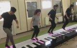 Ayak Piyanosuyla Despacito Şarkısını Çalmak