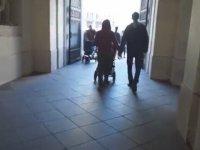 Viyana'da Bebekli Eşcinsel Çifte Tepkiler (Sosyal Deney)