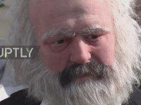 Karl Marx'ın Trafik Lambası Figürü Olması