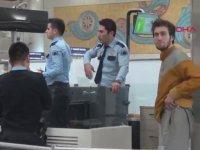 Genç Basketbolcu Mehmet Şanlı'nın Havalimanında Yatıp Kalkması