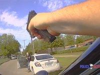 Amerikan Polisinin Şüphelendiği Adamı Vurması (+18)