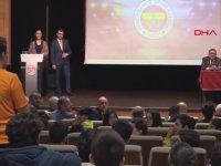 Aziz Yıldırım'a Şampiyonluk Favorisini Soran Galatasaraylı Taraftar