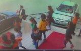 Valinin Makam Aracındaki Türk Bayrağını Öpen Çocuklar
