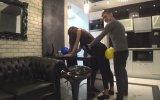 Kızla Birlikte Balon Patlatma Denemeleri