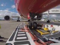 Pushback Aracı ile Yolcu Uçağının Kontrol Edilmesi