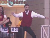 Yer Gösterici Adamın Dansı