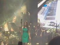 Lana Del Rey'e Konserde Yüzüme Otur Diye Bağırmak