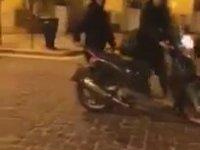 Motosiklet ve Köpekler