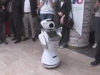 http://i1.imgiz.com/rshots/10258/dunyayi-kiskandiran-erik-dali-oynayan-robot-sanbot_10258397-20000_200x150.jpg