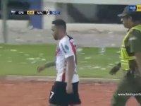 Oyundan Çıkarılmayı Hazmedemeyip Hocasına Saldıran Futbolcu