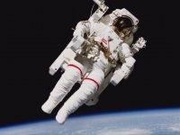 Astronotolar Uzayda Nasıl Sıçar?