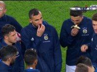 Derbi Gerginliğinde Muz Yiyen Hasan Ali Kaldırım (Fenerbahçe - Beşiktaş)