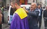 Pazarlama Bölümünü Dereceli İle Bitiren Takım Elbiseli Seyyar Satıcı