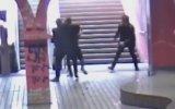 Genç Kıza Metro İstayonunda Saldıran Gaspçı