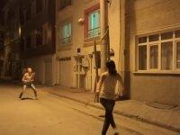 Sokak Lambasını Kırmak