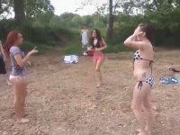 Bikinili Plaj Kavgası