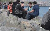 Bakırköy'de İnsanlardan Sigara İsteyip Kırıp Atarak Trollemek
