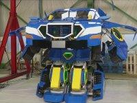 Robota Dönüşen Otomobil