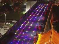 1,300 Tane Işıklı Drone İle Gökyüzünü Renklendiren Çinliler