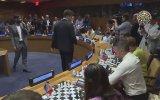 Aynı Anda 15 Kişi ile Santranç Oynayan Satranç Şampiyonu