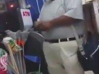 ATM'yi Azarlayıp Kavga Eden Adam