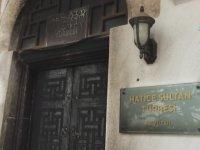 Isınmak İçin Tarihi Türbenin Kapısını Yakmak