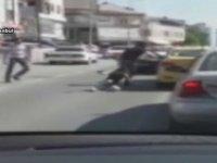 Kadın Yolcuyu Bacaklarından Tutup Dışarıya Atan Taksi Şoförü