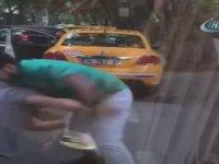 Minibüsçü ile Taksicinin Yumruk Yumruğa Kavga Etmesi - İstanbul