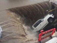 Erzurum'da Yağmurdan Çöken Yol