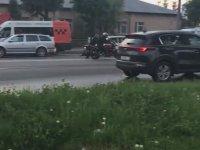 Motosikletçiyi Tutup Koşarak Durdurmaya Çalışan Polis