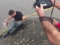 Sel Sularında Mahsur Kalan Köpeği Kurtaran Muhabir