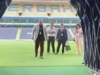 Şükrü Saraçoğlu Stadyumunda Şenol Güneş Taklidi Yapan Görevliler