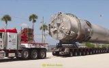 Fırlatma İçin Taşınan Dev Falcon 9 Roketi