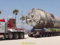 Fırlatma İçin Taşınan Dev Falcon 9 Roketi!