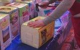 Sanat Eseri Gibi Peynir Tenekesi Açan Pazarcı