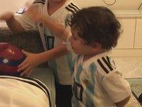 Messi'nin Kara Para Aşk'ı İzlemesi