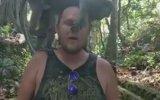 Turist Gencin Omuzlarında Çiftleşen Maymunlar