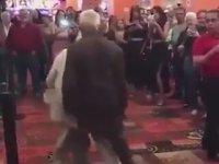 Ortalığın Tozunu Attıran Yaşlı Çift