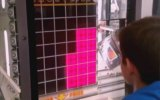 1Tl'lik Makineden Tablet Kazanan Çocuk